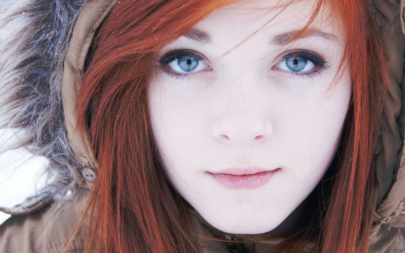 Redhead teen girl Alex Tanner flashes her tiny tits and ass against a wall № 1544283 бесплатно