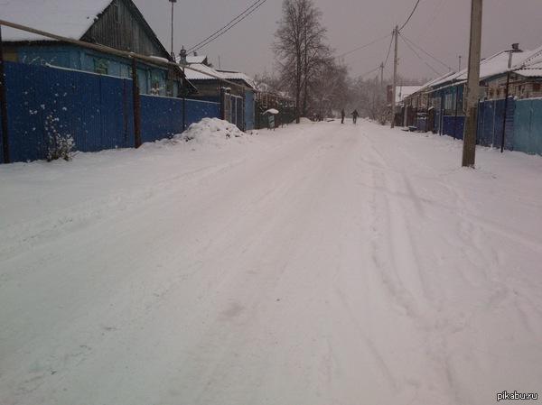 А у нас опять зима ) Буквально вчера была жара,все почти раздетые ходили, а сегодня ночью снег начал идти , закончился только 2 часа назад. По прогнозу снега не должно было быть.